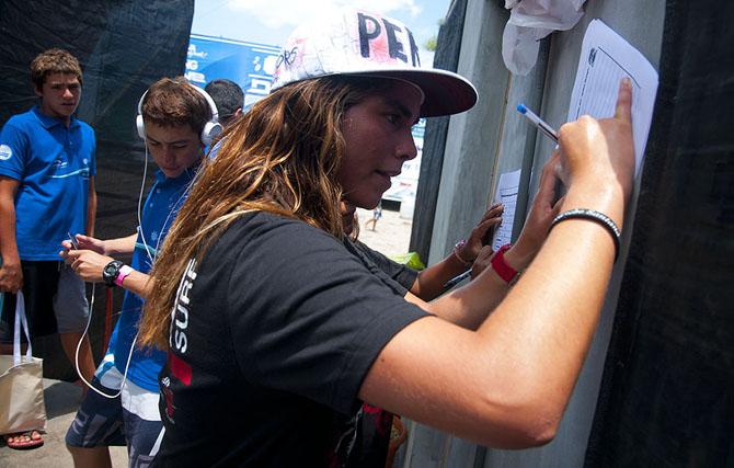 Team  El Salvador and Team Peru at the Registration Office. Credit: ISA/ Rommel Gonzales