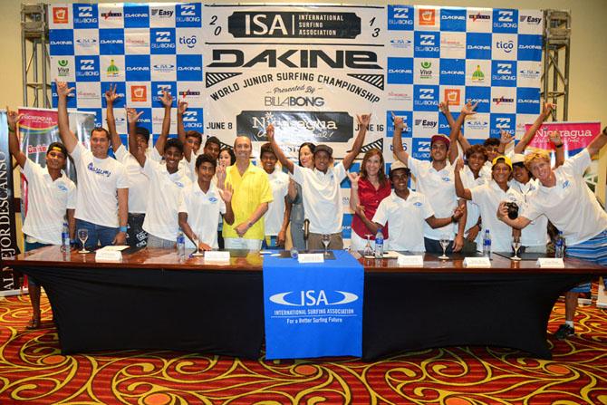 ISA President Fernando Aguerre with Team Nicaragua. Credit: ISA/ Michael Tweddle