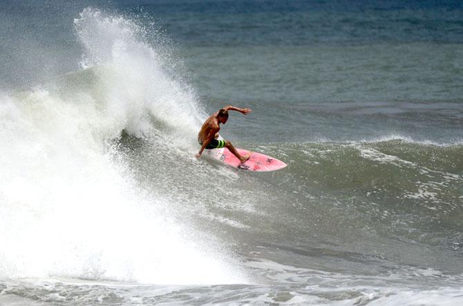 Free Surf at Jiquiliste Beach. Credit: ISA/ Michael Tweddle