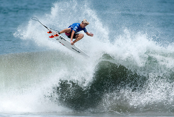 PERFECT S AND EPIC WAVES FOR THE WORLDS BEST JUNIORS IN - 16 epic surfing photos