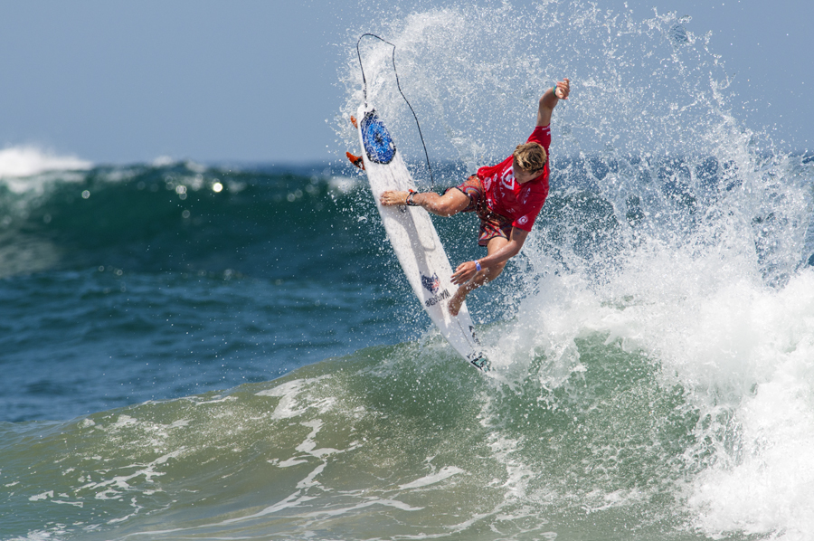 Australia´s Monty Tait went to the air and earned a 1st place in his heat advancing to the next round of the VISSLA ISA World Junior Surfing Championship. Photo: ISA/Rommel Gonzales
