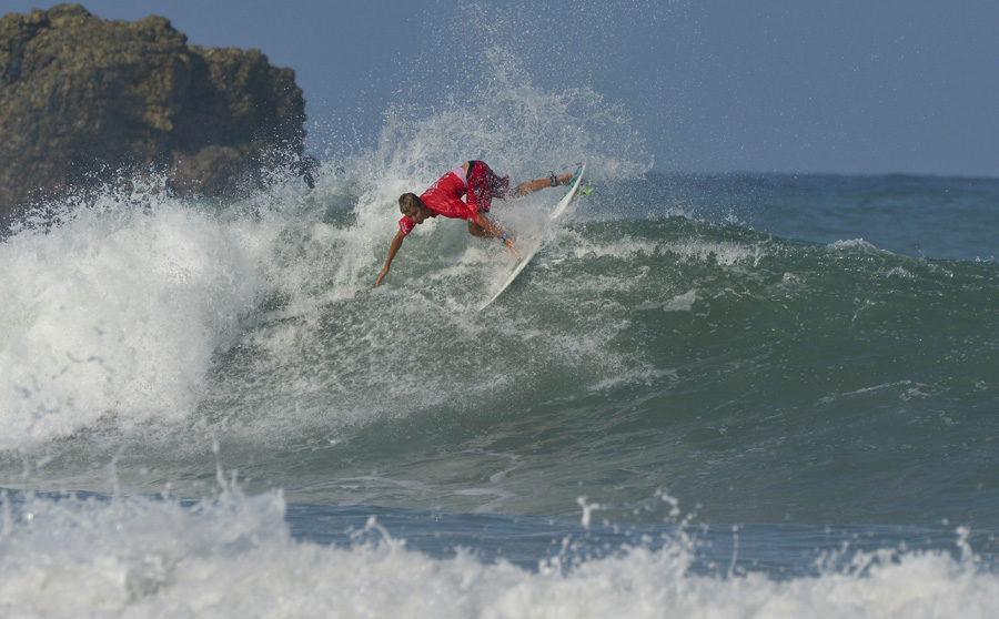 Boy´s U-16 World Champion Leo-Paul Etienne from France. Photo: ISA/Michael Tweddle