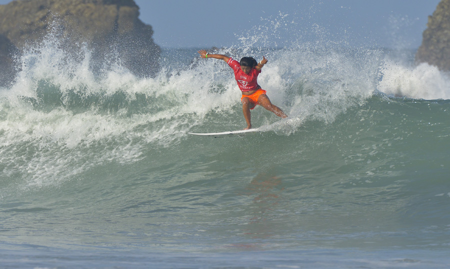 Girls U-16 World Champion Mahina Maeda from Hawaii. Photo: ISA/Michael Tweddle